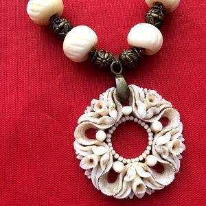Jewelry - Vintage Carved Bone Flower Pendant Necklace